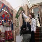 парадная лестница Сарапульского краеведческого музея народный костюм