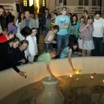 плавающие свечи в дачном фонтане