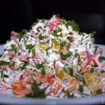 Готовим салат с крабовыми палочками