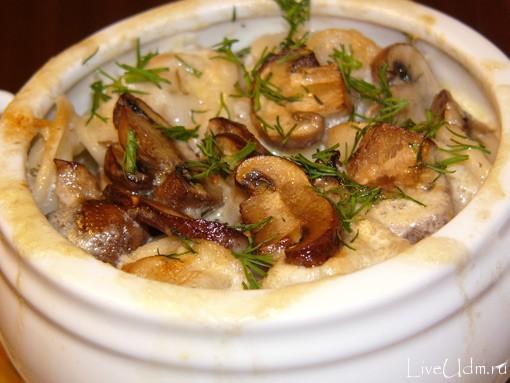 Пельмени с сыром и грибами в горшочках в духовке рецепт