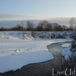 незамерзшая речка
