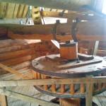 деревянные шестирни механизма мельницы в Лудорвае