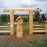 деревянные скульптуры в заповеднике Лудорвай