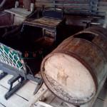 телега с бочкой и сани древних Удмуртов в музее Лудорвай