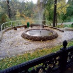 лавочки возле фонтана санаторий Варзи-Ятчи