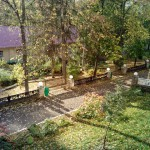 вид с балкона второго корпуса на музей санатория Варзи Ятчи